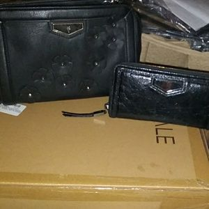 Simply Vera Vera Wang Bags - TAKING OFFERSimply Vera Wang Purse with wallet set